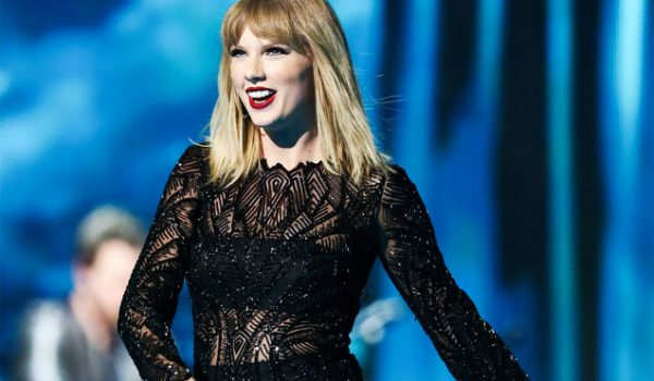 Taylor Swift Surprises Fan With Flowers & Handwritten Card for Grad Party